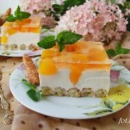 Ciasto brzoskwiniowe ze słomką ptysiową