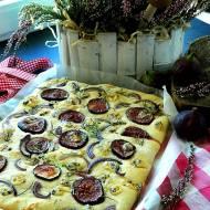 Focaccia z figami, serem pleśniowym i rozmarynem