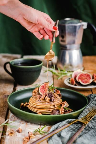 Placuszki z ciecierzycy z figami – bezglutenowe placki z mąki z ciecierzycy paleo