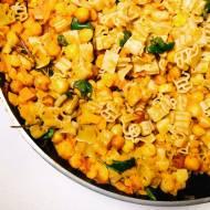 Poniedziałek: Makaron z warzywami i pieczoną cieciorką