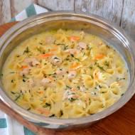Szybki sos śmietanowy z kurczakiem i makaronem