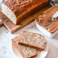 Chleb z siemieniem i słonecznikiem na miodzie