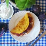 Puszysty omlet z figą i kozim serem