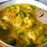 Fileciki z kurczaka w sosie serowo-brokulowym