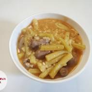 Potrawka z sercami drobiowymi, ryżem i fasolką szparagową