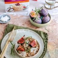 Kasza jęczmienna z karmelizowanymi figami, serem kozim i rozmarynem