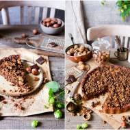 Czekoladowa tarta z orzechowym karmelem i kruszonką / Chocolate tart with nut caramel and crumble