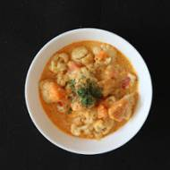 Czerwone curry z batatem i kalafiorem