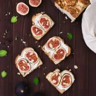 Śniadaniowe tosty z ricottą i figami