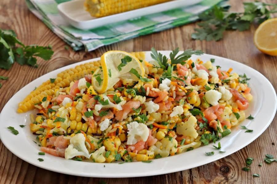 Sałatka z ryżem kukurydzą i kalafiorem