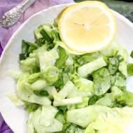 Błyskawiczna surówka z sałaty i zielonego ogórka