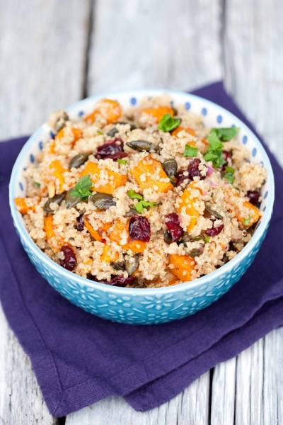 Sałatka z dynią, kaszą quinoa i żurawiną