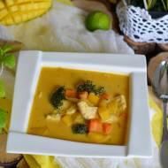 Ostra zupa z kurczakiem i mango
