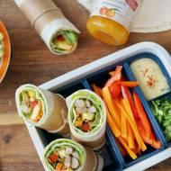 Tortilla z kurczakiem z sosem brzoskwiniowym idealna do lunch boxa