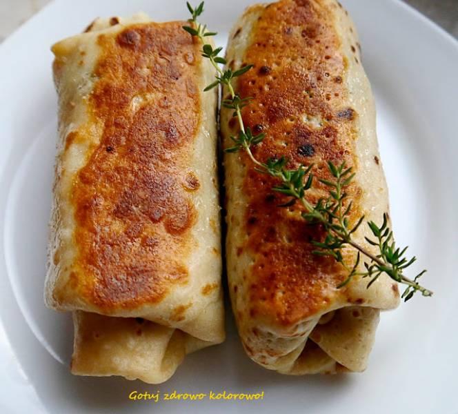 Naleśniki z jarmużem, pieczarkami i serem feta