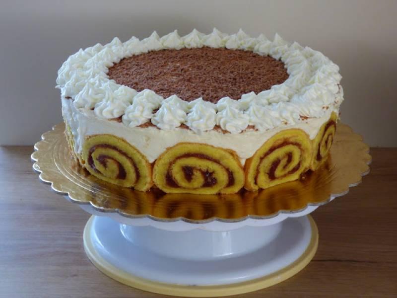 Tort na roladzie z bananami
