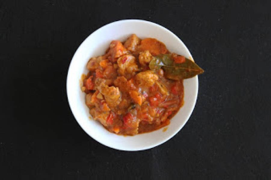 Gulasz wieprzowy z papryką i boczkiem