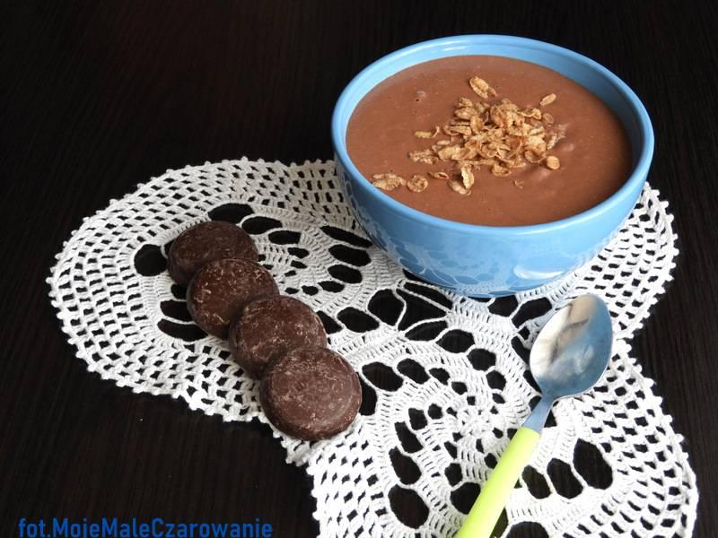 Budyń jaglany czekoladowy z prażonymi płatkami orkiszowymi