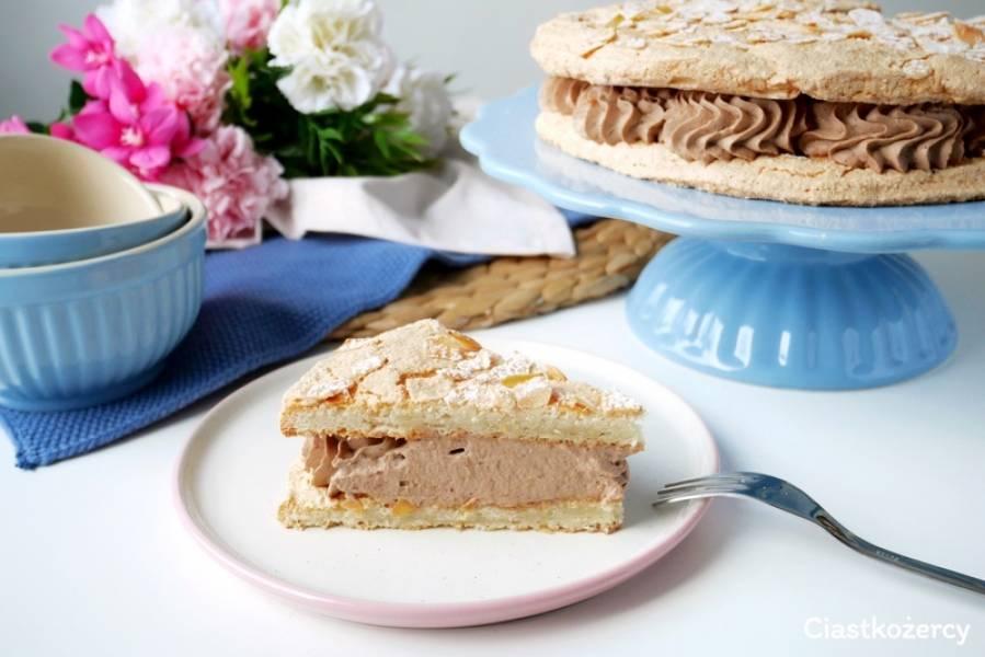 Dacquoise (dakłas) – francuski tort bezowy