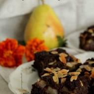 Ciasto kakaowe z gruszkami i płatkami migdałów