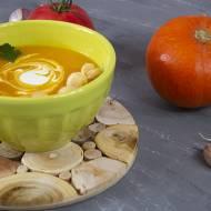 Zupa dyniowa  z groszkiem ptysiowym