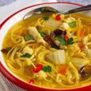 Domowa zupka chińska bez chemii. Przepis, który pokochają nie tylko zabiegani
