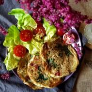 Puszyste omleciki z quinoą, jamón serrano i papryką