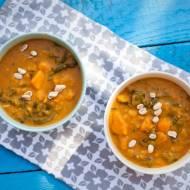 Curry z dyni i szpinaku z orzeszkami ziemnymi