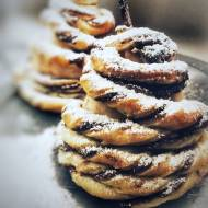 Choinki z ciasta francuskiego z Nutellą na gruszkach