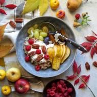 Jesienne śniadanie - płatki żytnie z jogurtem i owocami