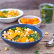 Gęsta zupa warzywna z dynią i jarmużem