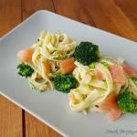 Makaron z wędzonym łososiem, brokułem i serkiem mascarpone