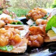 Tosty z szynką, serem camembert i karmelizowaną gruszką