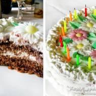 Biały tort z czarną duszą prosto z lasu