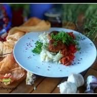 Kapusta z pomidorami z kotletami mielonymi