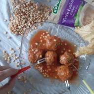 Pulpeciki groszkowe w sosie śmietanowo-pomidorowym