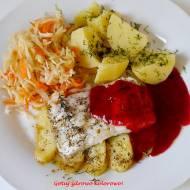 Dorsz z karmelizowanymi jabłkami i sosem żurawinowym