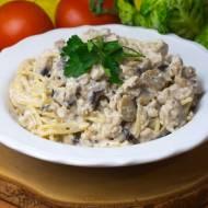 Spaghetti bianco z mielonym filetem z indyka, pieczarkami i śmietaną