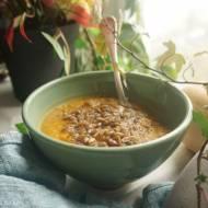 Zupa z pieczonej dyni piżmowej i cebuli z dodatkiem syropu klonowego