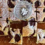 Puszyste ciasto ucierane nadziane śliwkami