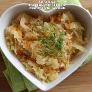 Surówka z kapusty kiszonej, marchewki i cebuli