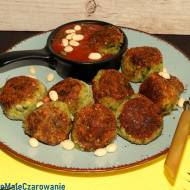 Pulpety z brokuła w sosie pomidorowym