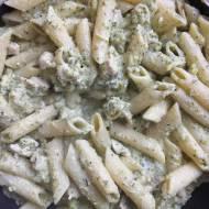 Makaronowa patelnia z polędwiczkami z indyka i brokułem