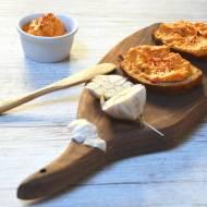 Pasta do chleba z pieczonej dynii, czosnku, papryki i fety