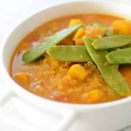 Curry z dynią, soczewicą i groszkiem cukrowym