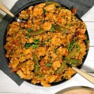 Czwartek: Prosta paella z pęczaku z krewetkami i kurczakiem