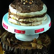 Tort bezowy z kremem czekoladowo-kawowym