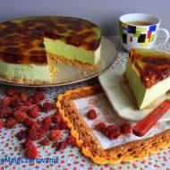 Sernik na zimno z zieloną herbatą matcha, limonką i malinami