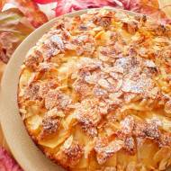 Migdałowe ciasto z jabłkami i marcepanem (Torta di mele e marzapane)