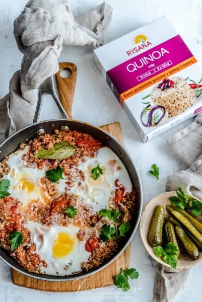 Szakszuka z kaszą jęczmienną i quinoa